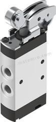 VMEF 系列 滚轮杠杆 铝合金 气动手动控制阀 VMEF-R-M52-E-G18 控制机制:滚轮杠杆 功能:5/2 连接口螺纹:G 1/8 螺纹尺寸:1/8in 螺纹标准:BSPP 制造商系列:VMEF 最大操作压力:10 bar 主体材料:铝合金 最大流量:750L/min 最低工作温度:-10°C 最高工作温度:+60°C 端口数目:5 位置数目:2  个