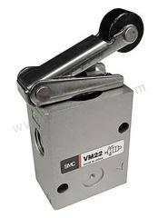VM200 系列 滚轮杠杆 ADC 气动手动控制阀 VM230-02-01A 控制机制:滚轮杠杆 功能:2/2 连接口螺纹:Rc 1/4 螺纹尺寸:1/4 螺纹标准:Rc 制造商系列:VM200 最大操作压力:1 MPa 主体材料:ADC 最低工作温度:-5°C 最高工作温度:+60°C 端口数目:2/2  个