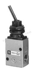 VM200 系列 拨动杠杆 ADC 机械阀 VM230-02-08A 控制机制:拨动杠杆 连接口螺纹:R 1/4 螺纹尺寸:1/4 螺纹标准:R 制造商系列:VM200 最大操作压力:1 MPa 主体材料:ADC 最低工作温度:-5°C 最高工作温度:+60°C 端口数目:3 位置数目:2  个